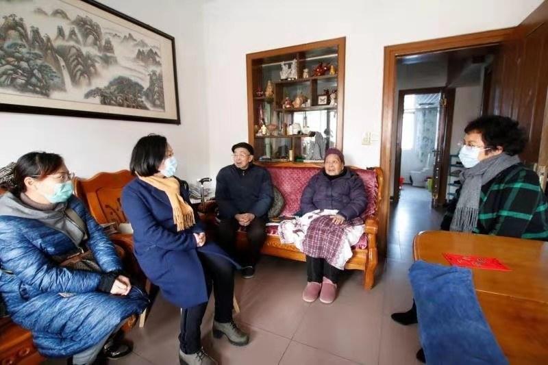 安庆疾病预防控制中心春节前夕走访慰问离退休职工